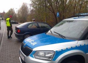 Policjanci iŻandarmeria kontrolują pojazdy